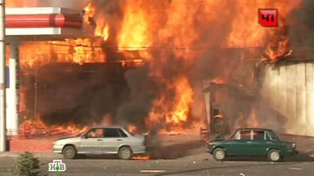 Сильный пожар тушили вечером пятницы встолице Дагестана.АЗС, взрывы, Дагестан, Махачкала, пожары.НТВ.Ru: новости, видео, программы телеканала НТВ