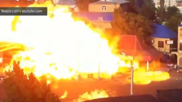 Мощный взрыв на заправке в Махачкале попал на видео.АЗС, Дагестан, Махачкала, взрывы.НТВ.Ru: новости, видео, программы телеканала НТВ