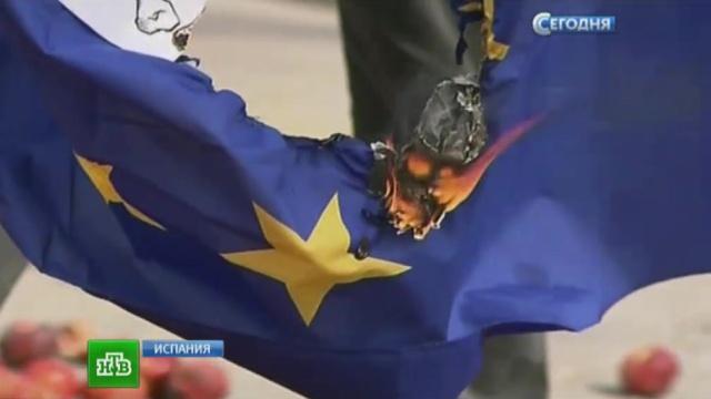 Каталонские фермеры выступили против санкций исожгли флаг ЕС.Европа, Европейский союз, Испания, санкции.НТВ.Ru: новости, видео, программы телеканала НТВ