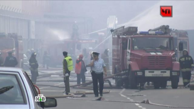 Причиной сильного пожара на юге Москвы стал взрыв баллона.взрывы газа, Москва, МЧС, очевидцы, пожары.НТВ.Ru: новости, видео, программы телеканала НТВ