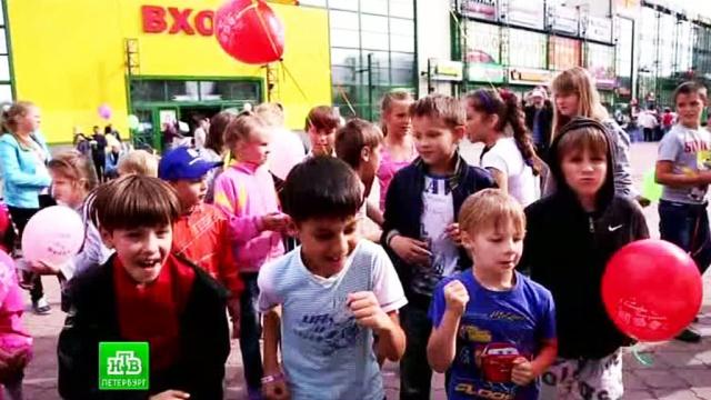 Колпинцы собрали в школу малоимущие семьи.1 сентября, Санкт-Петербург, благотворительность, школа.НТВ.Ru: новости, видео, программы телеканала НТВ