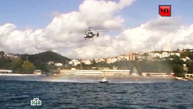 В Чёрном море пропали двое пассажиров моторной лодки.Краснодарский край, МЧС, Чёрное море, корабли и суда.НТВ.Ru: новости, видео, программы телеканала НТВ