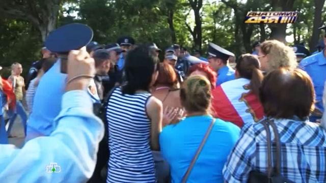 Акция памяти уодесского Дома профсоюзов закончилась дракой.Одесса, Украина, беспорядки, драки и избиения.НТВ.Ru: новости, видео, программы телеканала НТВ
