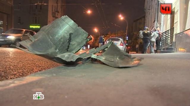 В центре Москвы сотрудник ФСБ сбил мотоциклиста: видео.ДТП, Москва, автомобили, мотоциклы/мопеды/скутеры, полиция.НТВ.Ru: новости, видео, программы телеканала НТВ