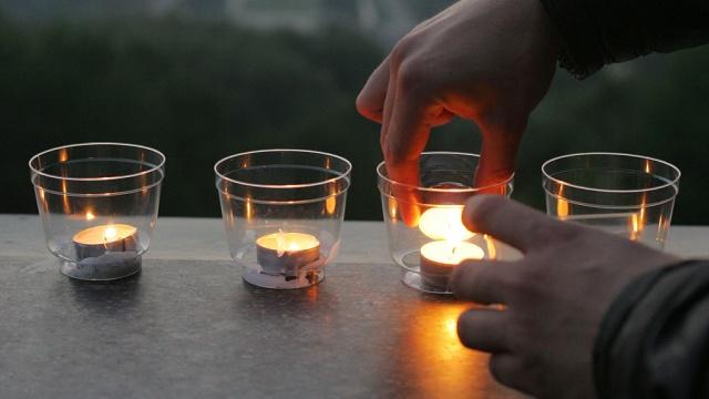 «Накопившаяся боль»: москвичи собираются на митинг скорби по погибшим жителям Донецка.Москва, Украина, войны и вооруженные конфликты, митинги и протесты.НТВ.Ru: новости, видео, программы телеканала НТВ