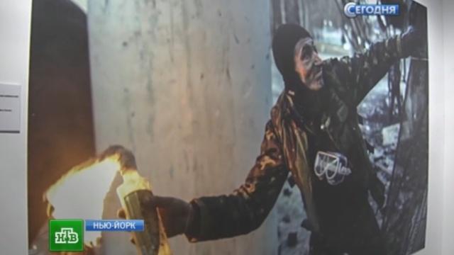 Вандалы слистовками «Азова» вНью-Йорке испортили вещдоки украинского конфликта.Нью-Йорк, Украина, войны и вооруженные конфликты.НТВ.Ru: новости, видео, программы телеканала НТВ