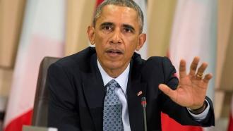 Обама взнак благодарности расцеловал медсестер, ухаживавших за пациентами сЭболой