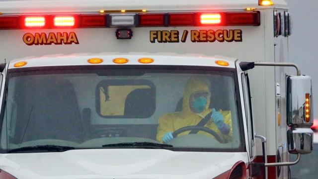 ВСША привезли зараженного лихорадкой Эбола хирурга из Сьерра-Леоне.Африка, США, Эбола, болезни, эпидемия.НТВ.Ru: новости, видео, программы телеканала НТВ