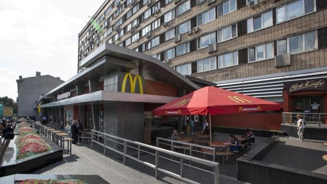 Старейший McDonald's вРоссии возобновил работу.McDonald's, Москва, Роспотребнадзор, еда, рестораны и кафе.НТВ.Ru: новости, видео, программы телеканала НТВ