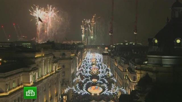 На главных улицах Лондона иПарижа зажглась праздничная иллюминация.Великобритания, Лондон, Париж, Рождество, Франция, торжества и праздники.НТВ.Ru: новости, видео, программы телеканала НТВ