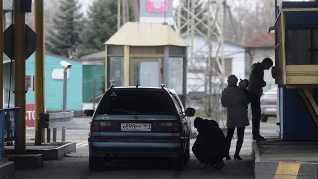 Белорусские таможенники вновь досматривают грузовики на границе с Россией.Белоруссия, Таможенный союз, граница, таможня.НТВ.Ru: новости, видео, программы телеканала НТВ