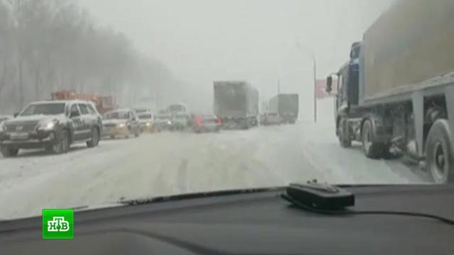 Столичные водители стоят в многокилометровых пробках по-философски спокойно.Москва, автомобили, зима, пробки, снег.НТВ.Ru: новости, видео, программы телеканала НТВ