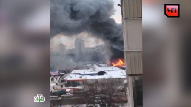 «Все в дыму»: на севере Москвы сгорело здание кафе.НТВ.Ru: новости, видео, программы телеканала НТВ