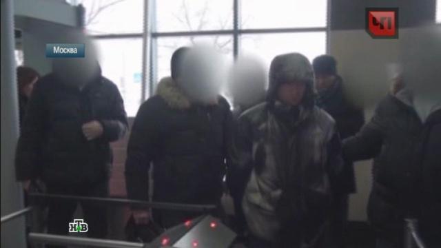Полицейские вычислили участников зверского избиения москвички по сигналам мобильного.криминал, Москва, расследование, жестокость, полиция, задержание, драки и избиения.НТВ.Ru: новости, видео, программы телеканала НТВ