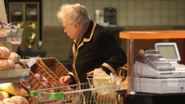 Петербургская пенсионерка умерла вполиции после обвинений вкраже трех пачек масла.Санкт-Петербург, магазины, несчастные случаи, пенсионеры, полиция.НТВ.Ru: новости, видео, программы телеканала НТВ
