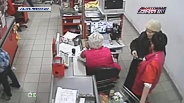 После шокирующей смерти блокадницы люди несут пачки масла в кронштадтский супермаркет.Санкт-Петербург, кражи и ограбления, магазины, пенсионеры, расследование, скандалы.НТВ.Ru: новости, видео, программы телеканала НТВ