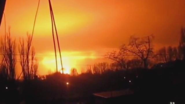 Ночной Донецк содрогнулся от мощного взрыва.Донецк, Донецкая область, Украина, взрывы, войны и вооруженные конфликты.НТВ.Ru: новости, видео, программы телеканала НТВ