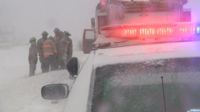 Из-за гололеда вОгайо столкнулись сразу 30машин, есть погибшие.ДТП, США, автомобили, полиция, снег, штормы и ураганы.НТВ.Ru: новости, видео, программы телеканала НТВ