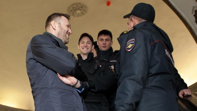 Навального отпустили из отдела полиции после задержания в столичной подземке.Москва, Навальный, задержание, метро, оппозиция, полиция.НТВ.Ru: новости, видео, программы телеканала НТВ
