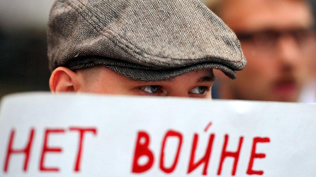 Москва и Киев боятся войны, которая идет из Европы
