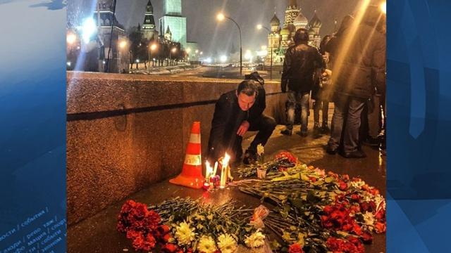 Тело убитого Бориса Немцова увезли сместа расстрела вморг.Москва, Немцов, криминал, убийства и покушения.НТВ.Ru: новости, видео, программы телеканала НТВ