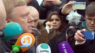 Анатолий Чубайс приехал на место убийства Немцова почтить память друга