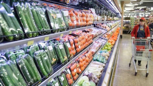 Цены на социально значимые продукты вРоссии заморожены.ФАС, магазины, правительство РФ, продукты, тарифы и цены, торговля.НТВ.Ru: новости, видео, программы телеканала НТВ