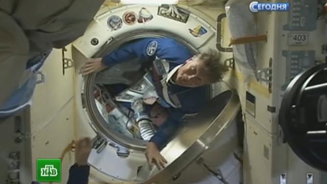 Новый экипаж привез на МКС Знамя Победы.Байконур, МКС, НАСА, Роскосмос, космонавтика, космос.НТВ.Ru: новости, видео, программы телеканала НТВ