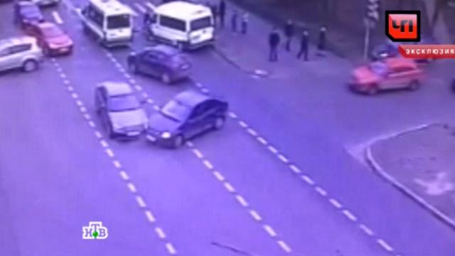 ДТП сучастием маршрутки привело каварии легковушек на севере Москвы.ДТП, Москва, автомобили, эксклюзив.НТВ.Ru: новости, видео, программы телеканала НТВ