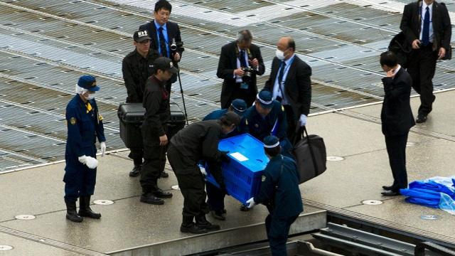 Беспилотник подбросил премьеру Японии радиоактивный песок из Фукусимы.Фукусима, Япония, беспилотники.НТВ.Ru: новости, видео, программы телеканала НТВ