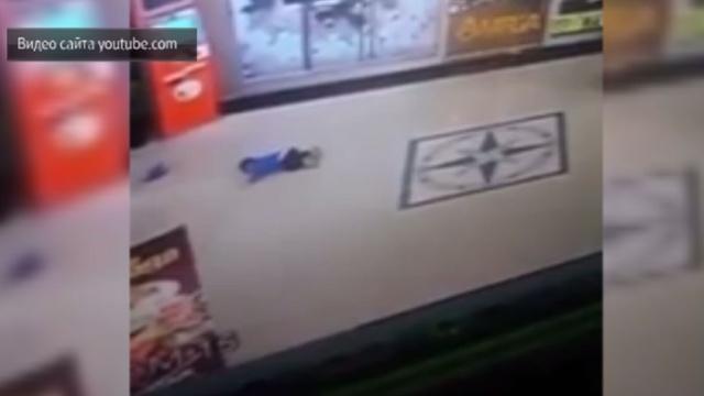 Вказахстанском ТЦ ребенок упал с3-го этажа ивыжил.Казахстан, дети и подростки, несчастные случаи.НТВ.Ru: новости, видео, программы телеканала НТВ
