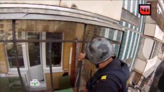 ОМОН помешал жителю Челябинска сбросить с балкона годовалого сына