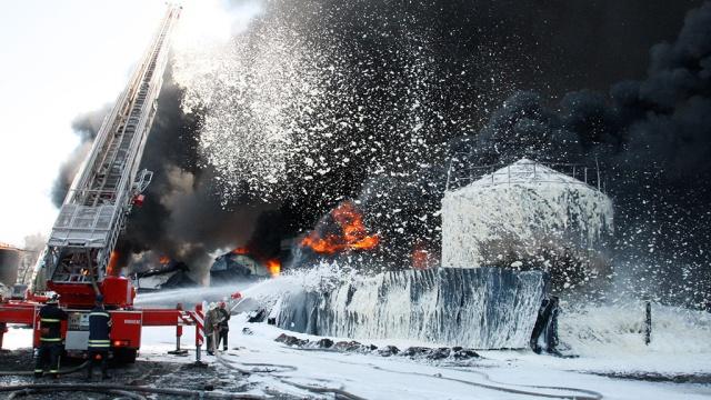 Спасатели залили пеной нефтебазу под Киевом.Киев, Украина, пожары.НТВ.Ru: новости, видео, программы телеканала НТВ