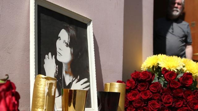 Целительницу Джуну похоронили рядом ссыном.Москва, знаменитости, мистика и оккультизм, похороны, смерть.НТВ.Ru: новости, видео, программы телеканала НТВ