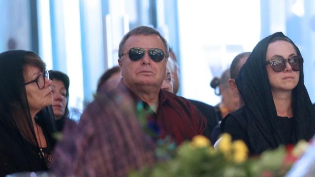 На похороны Жанны Фриске пустили только родных иблизких.Московская область, Фриске, знаменитости, кладбища и захоронения, похороны.НТВ.Ru: новости, видео, программы телеканала НТВ