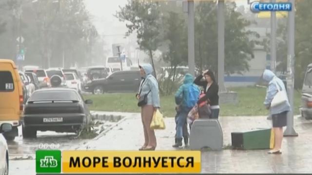 Жители Приморья почувствовали мощь тайфуна «Чан-Хом».Приморье, погода, стихийные бедствия, штормы и ураганы.НТВ.Ru: новости, видео, программы телеканала НТВ