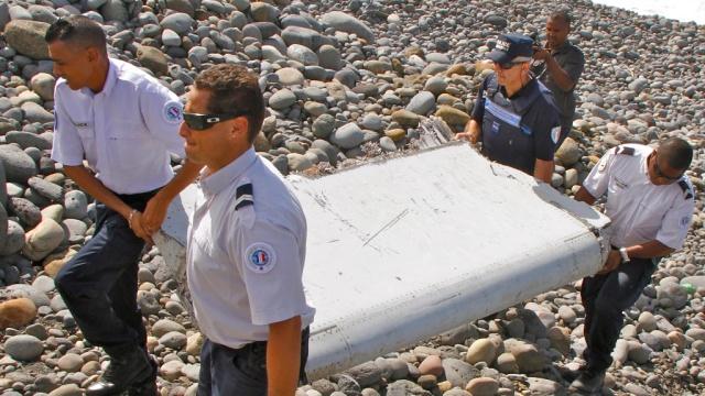 Специалисты Boeing изучат найденный на Реюньоне обломок самолета.Boeing, авиационные катастрофы и происшествия, авиация, расследование, самолеты.НТВ.Ru: новости, видео, программы телеканала НТВ
