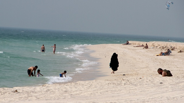 В Дубае отец запретил спасать тонущую дочь ради ее чести. Дубай несчастные случаи ОАЭ пляжи
