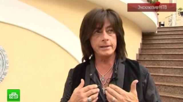 Экс-вокалист Deep Purple признался в любви к россиянам и показал кольцо с гербом России.знаменитости, Крым, музыка и музыканты, эксклюзив.НТВ.Ru: новости, видео, программы телеканала НТВ