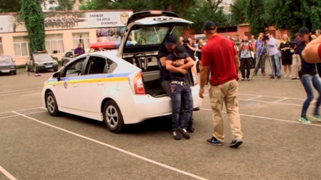 Одесская полиция прокатила Саакашвили в багажнике: видео.Интернет, Одесса, Саакашвили, полиция.НТВ.Ru: новости, видео, программы телеканала НТВ