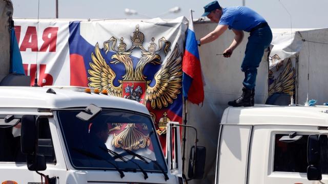 Грузовики МЧС везут жителям Донбасса свыше тысячи тонн гуманитарного груза.МЧС, Украина, войны и вооруженные конфликты, гуманитарная помощь.НТВ.Ru: новости, видео, программы телеканала НТВ