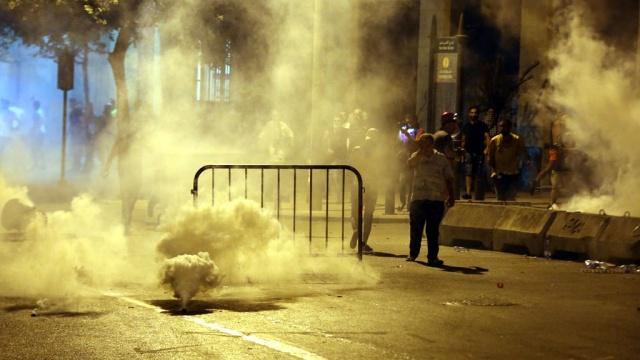 Антиправительственную демонстрацию вБейруте разогнали водометами идубинками.Ливан, беспорядки, митинги и протесты.НТВ.Ru: новости, видео, программы телеканала НТВ