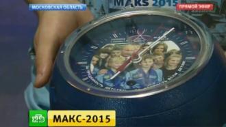 Путину подарили зубную пасту и гигантские часы для полетов в космос