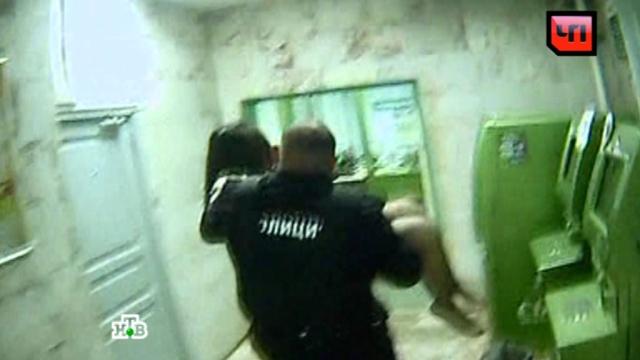 Вооруженное ограбление «Сбербанка» на юго-востоке Москвы: видео с места ЧП.Москва, банки, кражи и ограбления, стрельба.НТВ.Ru: новости, видео, программы телеканала НТВ