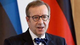 Президента Эстонии сразила болезнь после укуса клеща