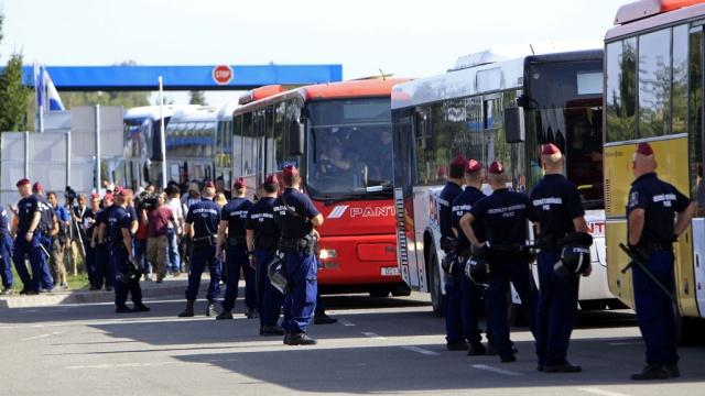 Будапешт пригрозил отказать Хорватии вприсоединении кШенгену из-за беженцев.Австрия, Ближний Восток, Венгрия, Европейский союз, беженцы, войны и вооруженные конфликты.НТВ.Ru: новости, видео, программы телеканала НТВ