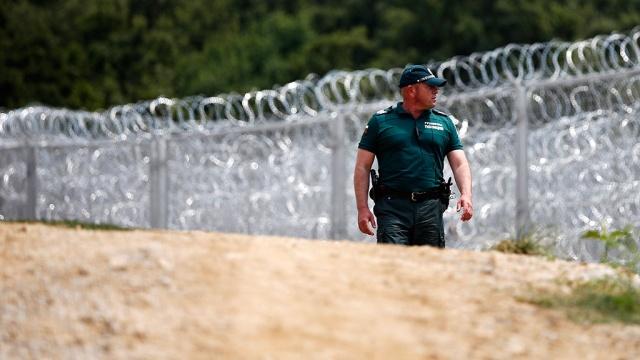 Болгария закрыла границу для мигрантов-нелегалов и пропускает только беженцев.Ближний Восток, Болгария, Европейский союз, Турция, беженцы, войны и вооруженные конфликты.НТВ.Ru: новости, видео, программы телеканала НТВ