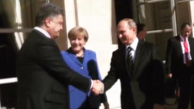 Олланд запостил в Instagram видео рукопожатия Путина и Порошенко.войны и вооруженные конфликты, Олланд, Париж, переговоры, Порошенко, Путин, Сирия, Украина.НТВ.Ru: новости, видео, программы телеканала НТВ