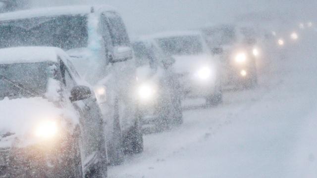 ВМурманской области из-за первого снега перекрыта федеральная трасса «Кола».Мурманская область, автомобили, дороги, погода, снег.НТВ.Ru: новости, видео, программы телеканала НТВ