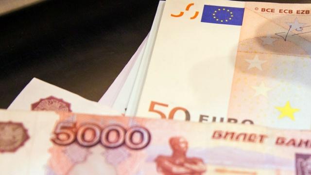 Евро обвалился ниже 70рублей впервые за 2месяца.биржи, валюта, доллар, евро, нефть, рубль, экономика и бизнес.НТВ.Ru: новости, видео, программы телеканала НТВ